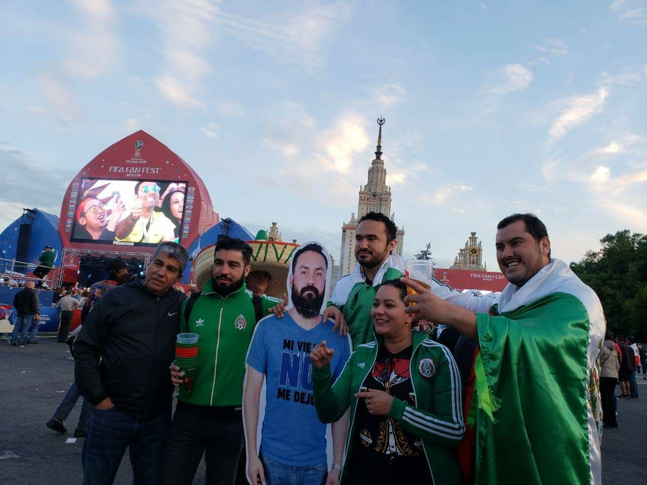 Mexicaan mag van vrouw niet naar WK vriendengroep verzint iets briljants 03