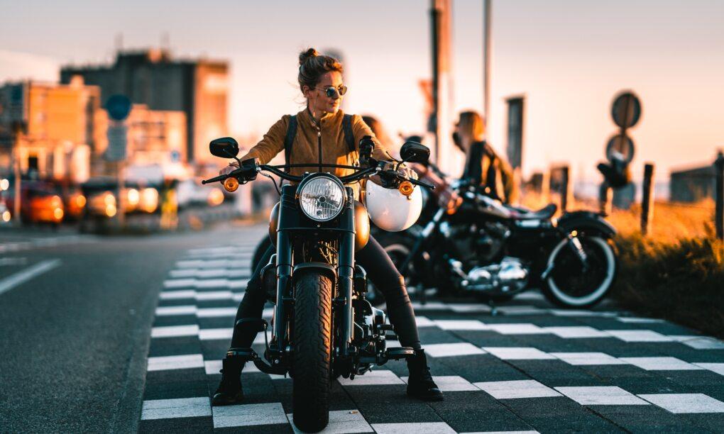 De Harleyducthies combineren de dikste motoren met mooie Hollandse vrouwen