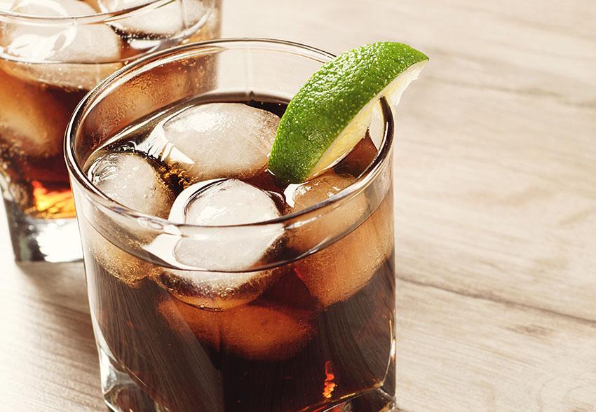 Groot feest in Belgie cafe wil 1000 liter rum cola omzetten 01