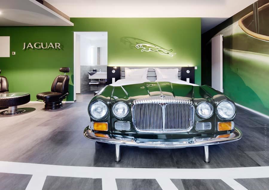 v8 hotel jaguar
