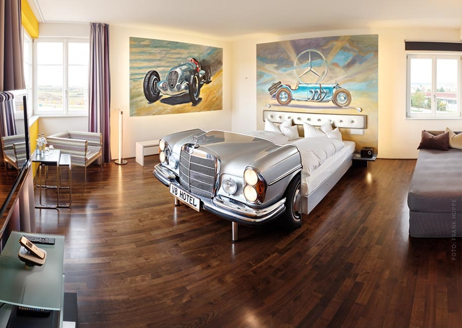 v8 hotel mercedes suite
