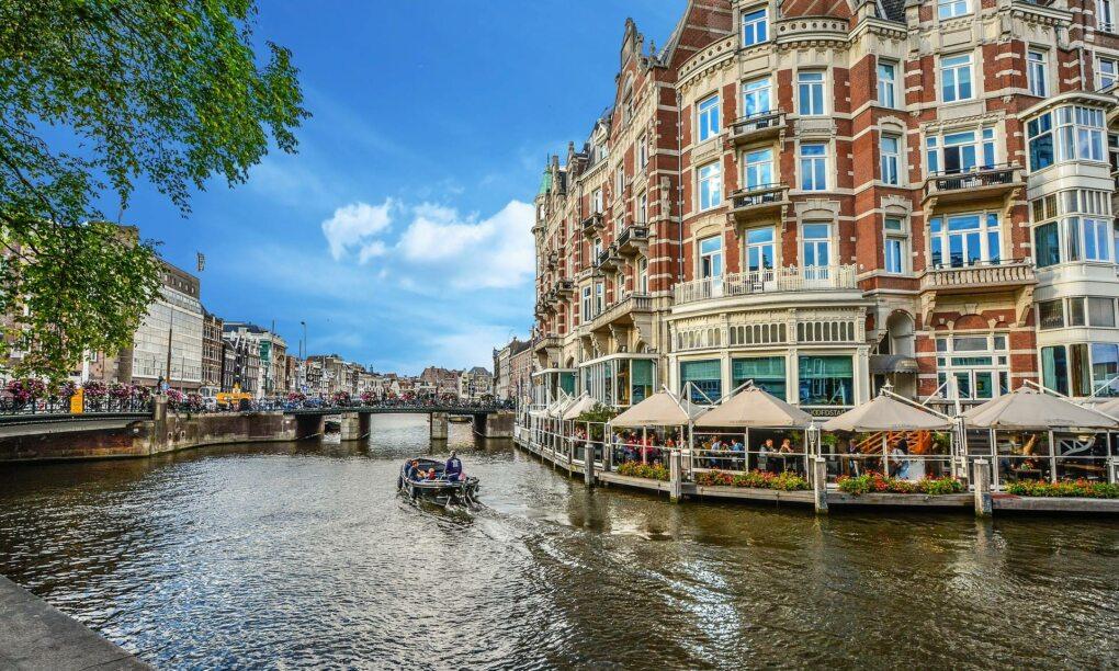 Het meest chille uitstapje in eigen land de Amsterdam BBQ Booze Cruise 2