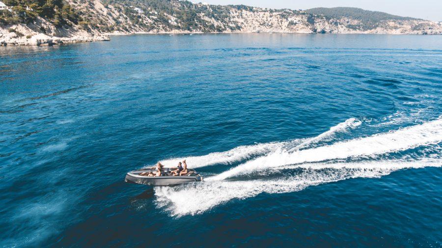 De Vanqraft VQ16 is een waterscooter en speedboot tegelijk 5