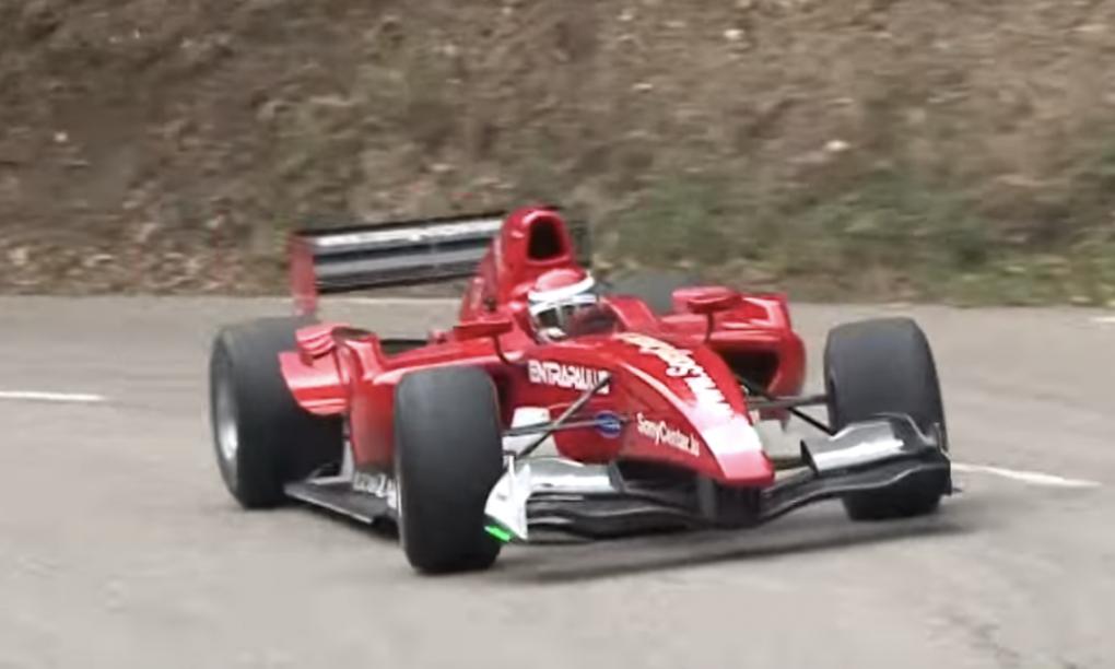 Politie is op zoek naar de snelheidsduivel die met zijn F1 bolide over de snelweeg raced