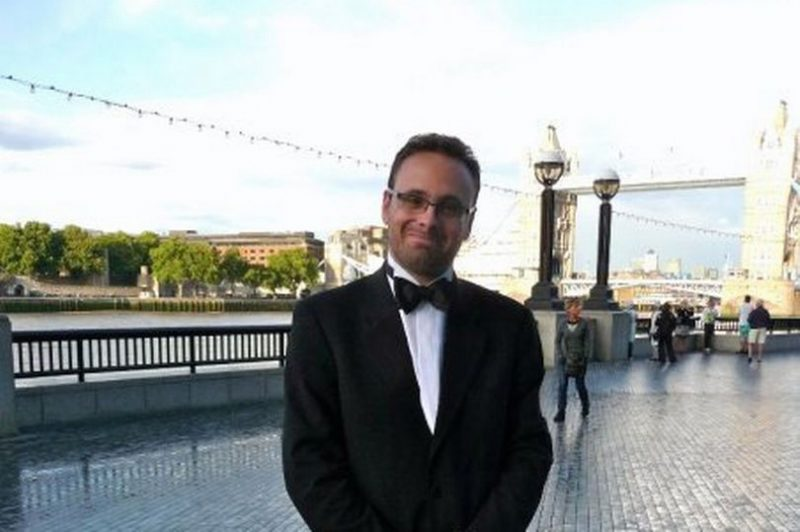 Personal trainer klaagt date aan voor £130.000 nadat hij koortslip oploopt1