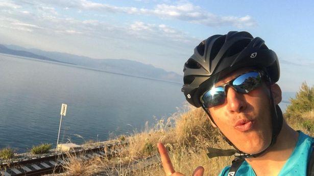 Student met heimwee fietst 2000 mijl van Aberdeen naar Athene