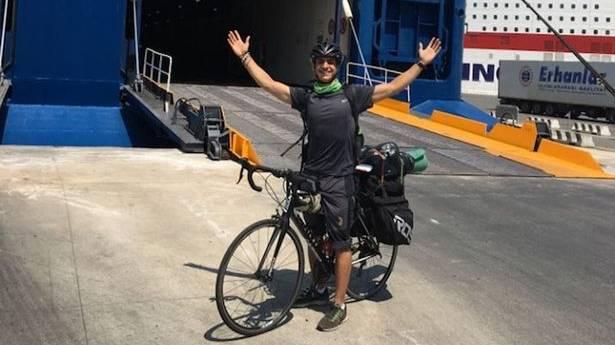 Student met heimwee fietst 2000 mijl van Aberdeen naar Athene2