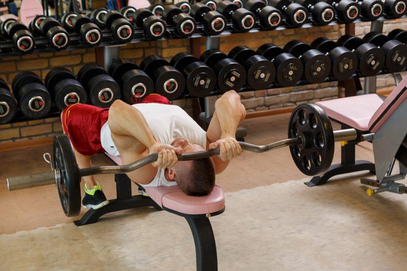 triceps oefeningen skull crusher