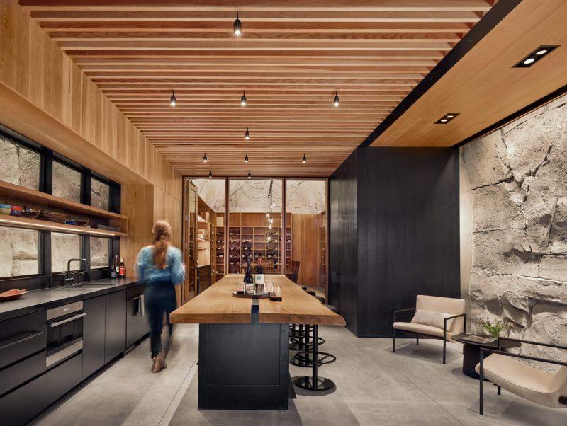 Deze privé grot met wijnkelder is een architectonisch meesterwerk